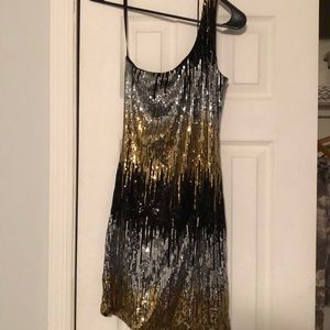 Short one shoulder fun party dress!